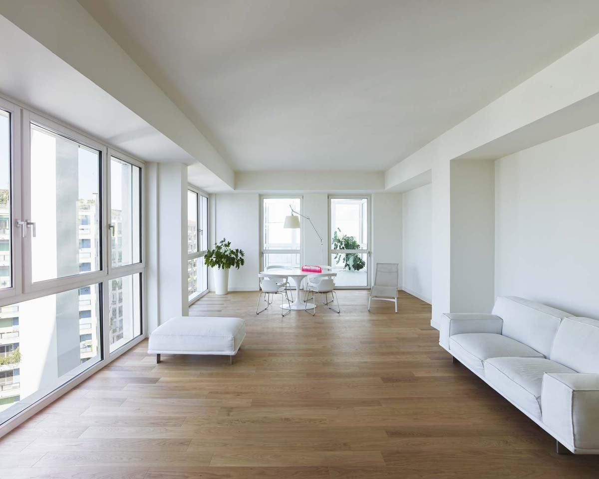 Picture of a living room, with total-white pieces of furniture